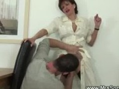 Rich older lady makes boy lick her pussy Thumb